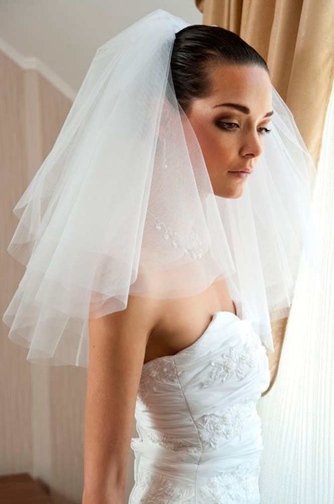 Flyaway veil Photo by Collin Cowie Weddings